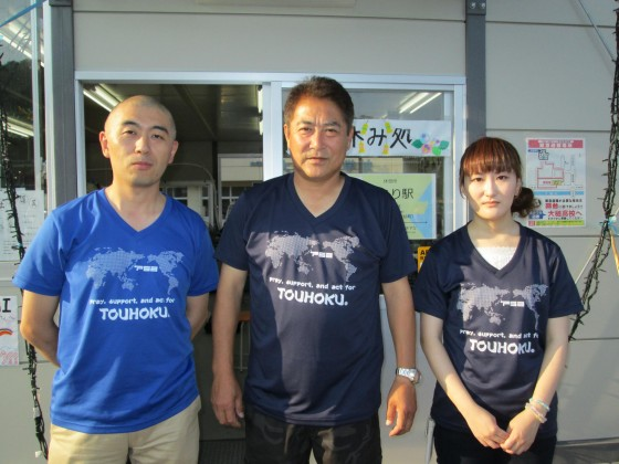 大槌サッカークラブ・ジュニアの平舘監督(中央)